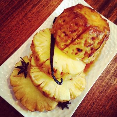 Ananas rôti au miel et épices